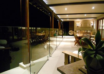 fully-frameless-glass-pool-fencing-40