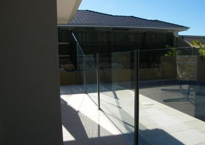 semi-frameless-glass-pool-fence-01