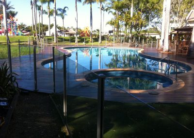semi-frameless-glass-pool-fence-02