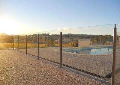 semi-frameless-glass-pool-fence-03